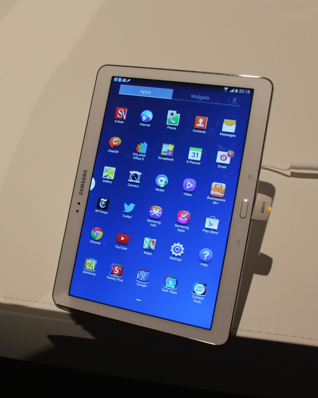 analysts expect initial sales of the galaxy note 10 1 2014. Black Bedroom Furniture Sets. Home Design Ideas