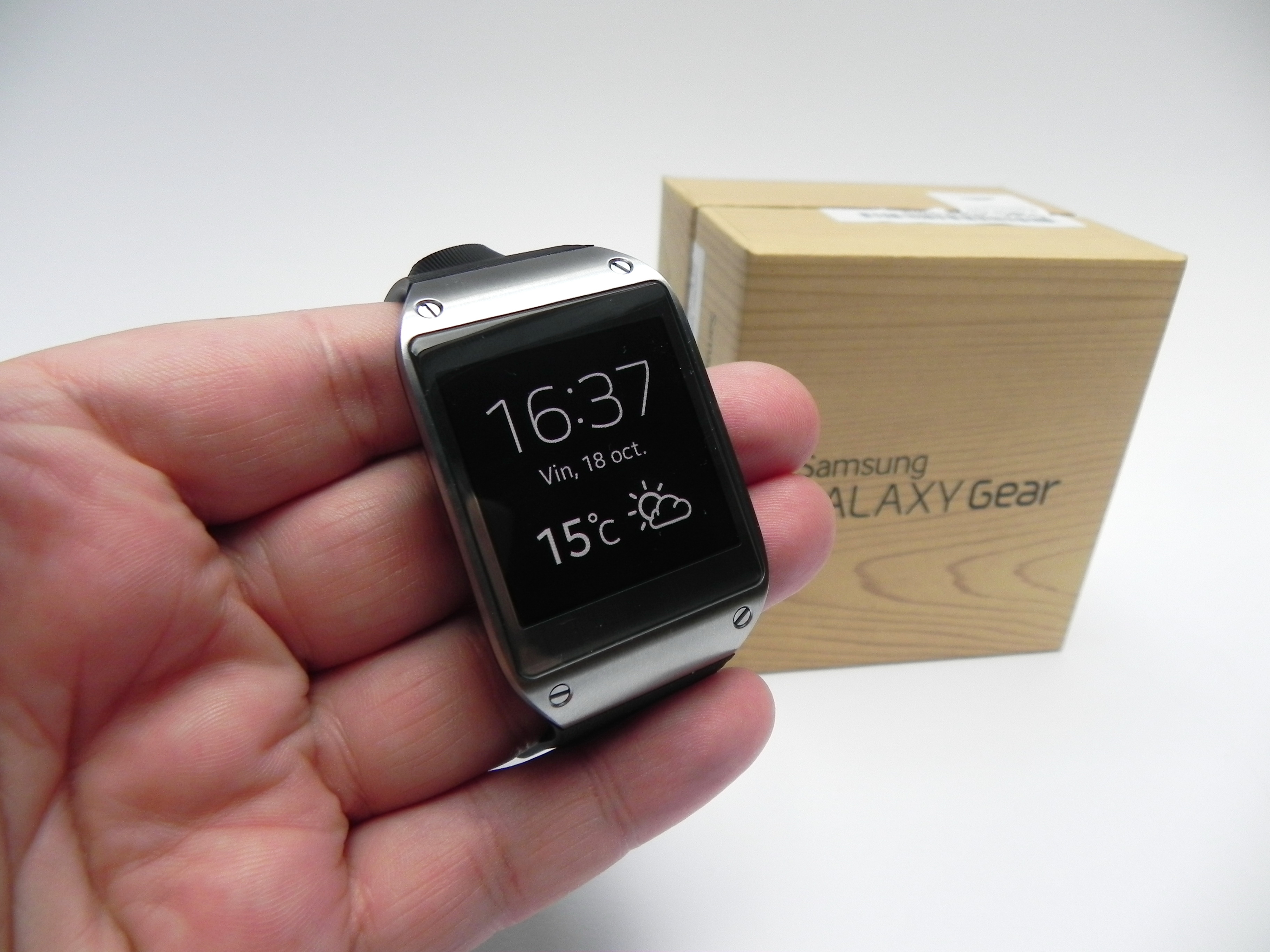 Samsung Galaxy Gear Unboxing Taking Samsung S First