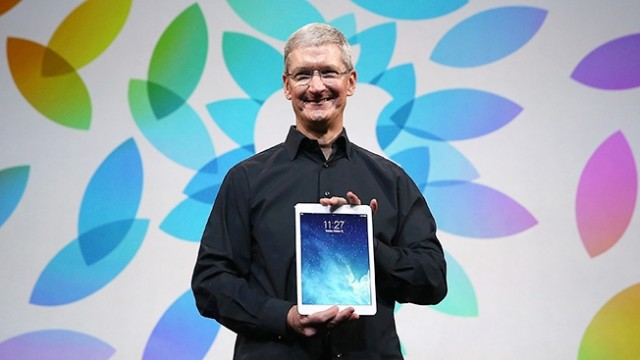 tim-cook-ipad-air-hed-2013-640x360