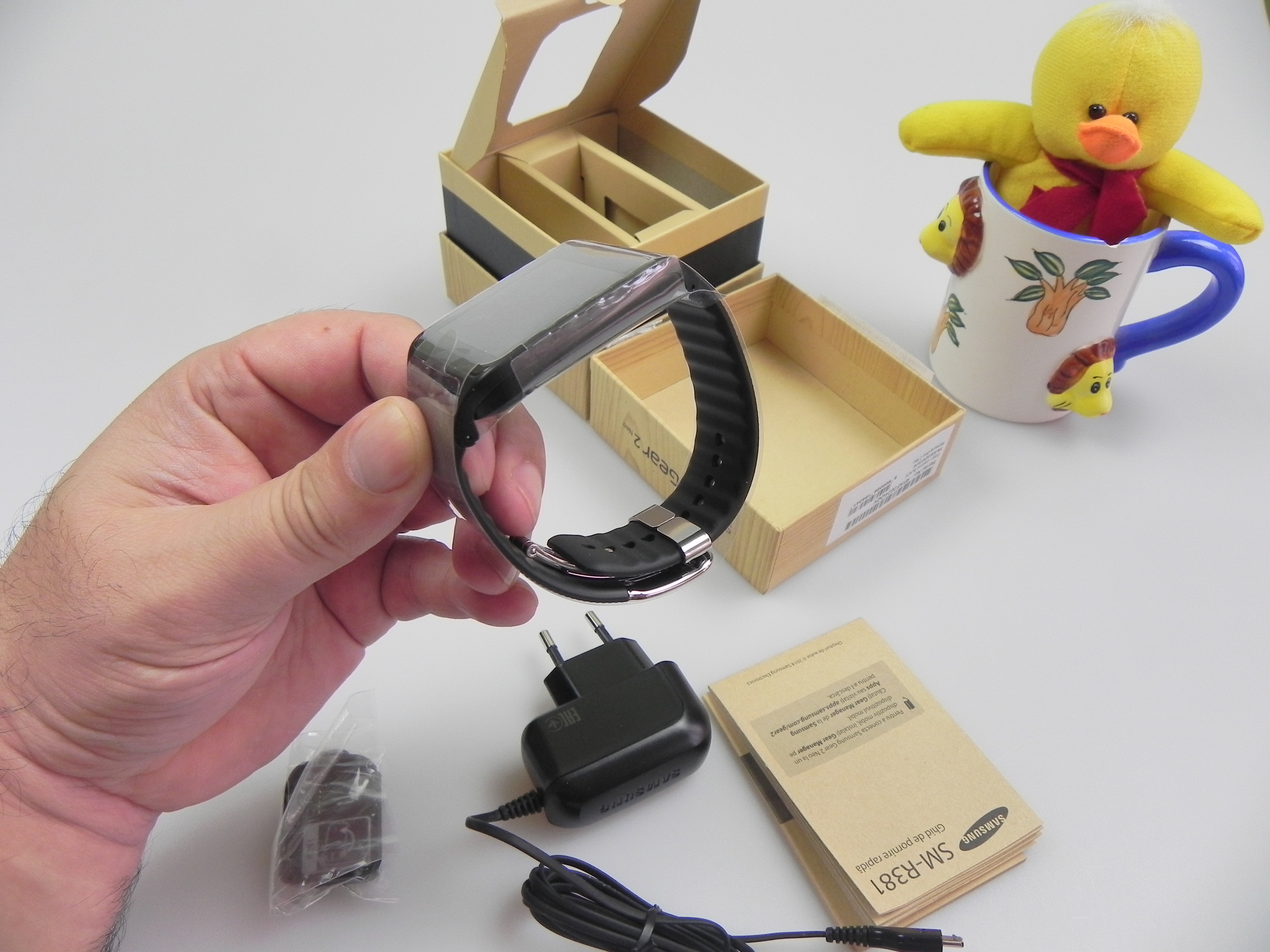 Samsung Gear 2 Neo Unboxing and Short Pairing Tutorial With Galaxy