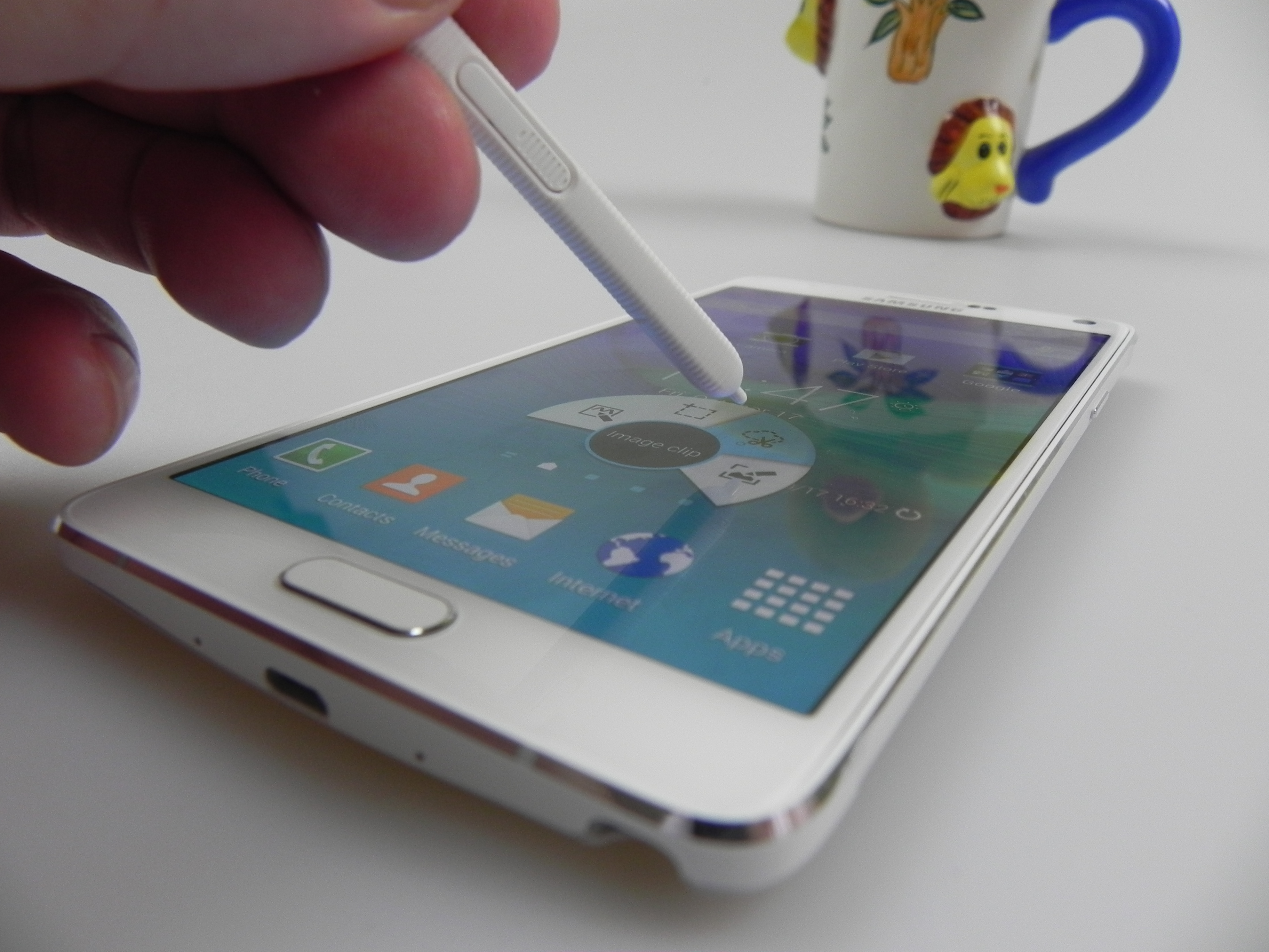 Samsung Galaxy Note 4 Review: Galaxy Note Goes Metal, Upgrades Stylus