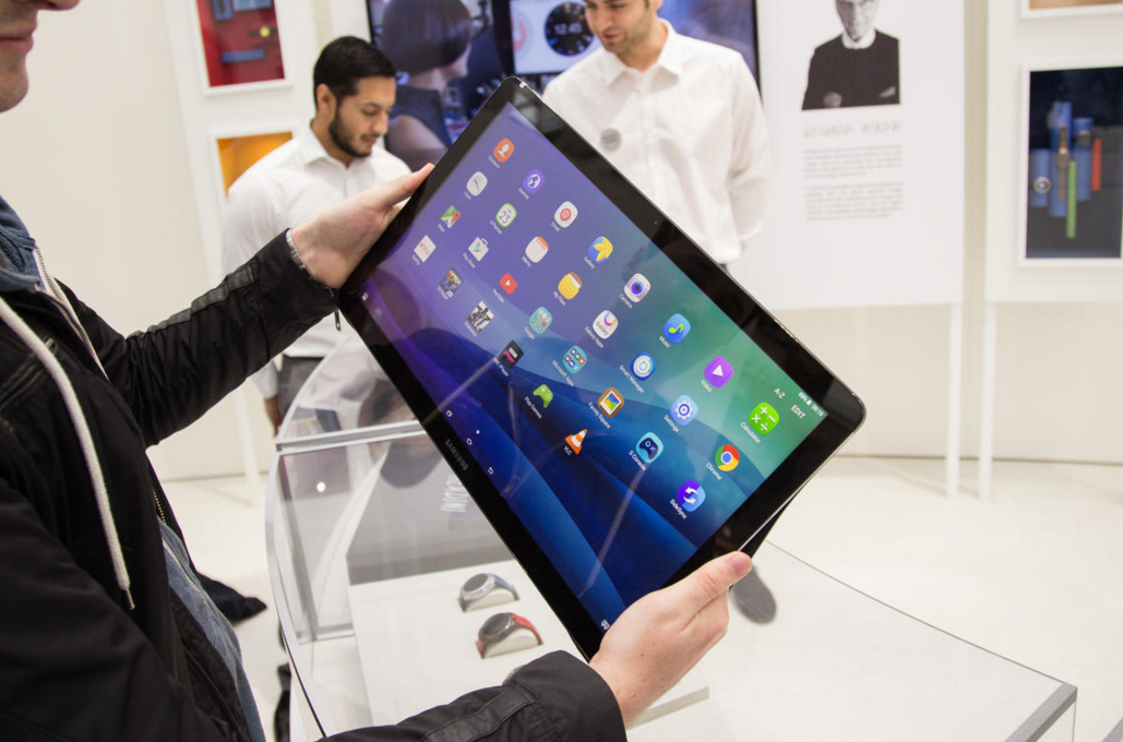 Samsung Galaxy View Tablet Gets Hands on Gallery; Still ...