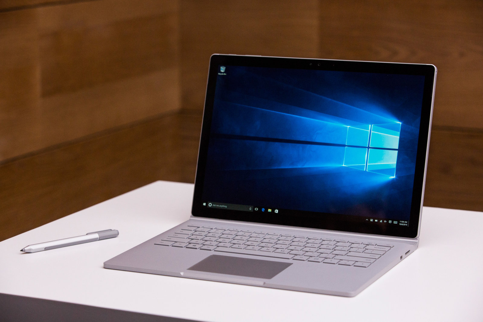 microsoft surface book 1 tb version and surface pro 4 reach the uk with pretty hefty prices. Black Bedroom Furniture Sets. Home Design Ideas