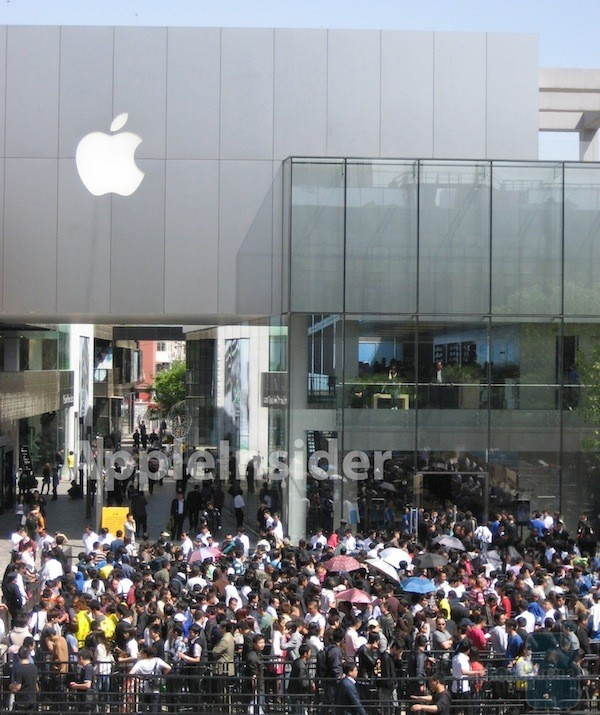 Ipad 2 launch in china results in beating hospitalization apple four people were hospitalized as the glass door of the apple store was smashed planetlyrics Gallery