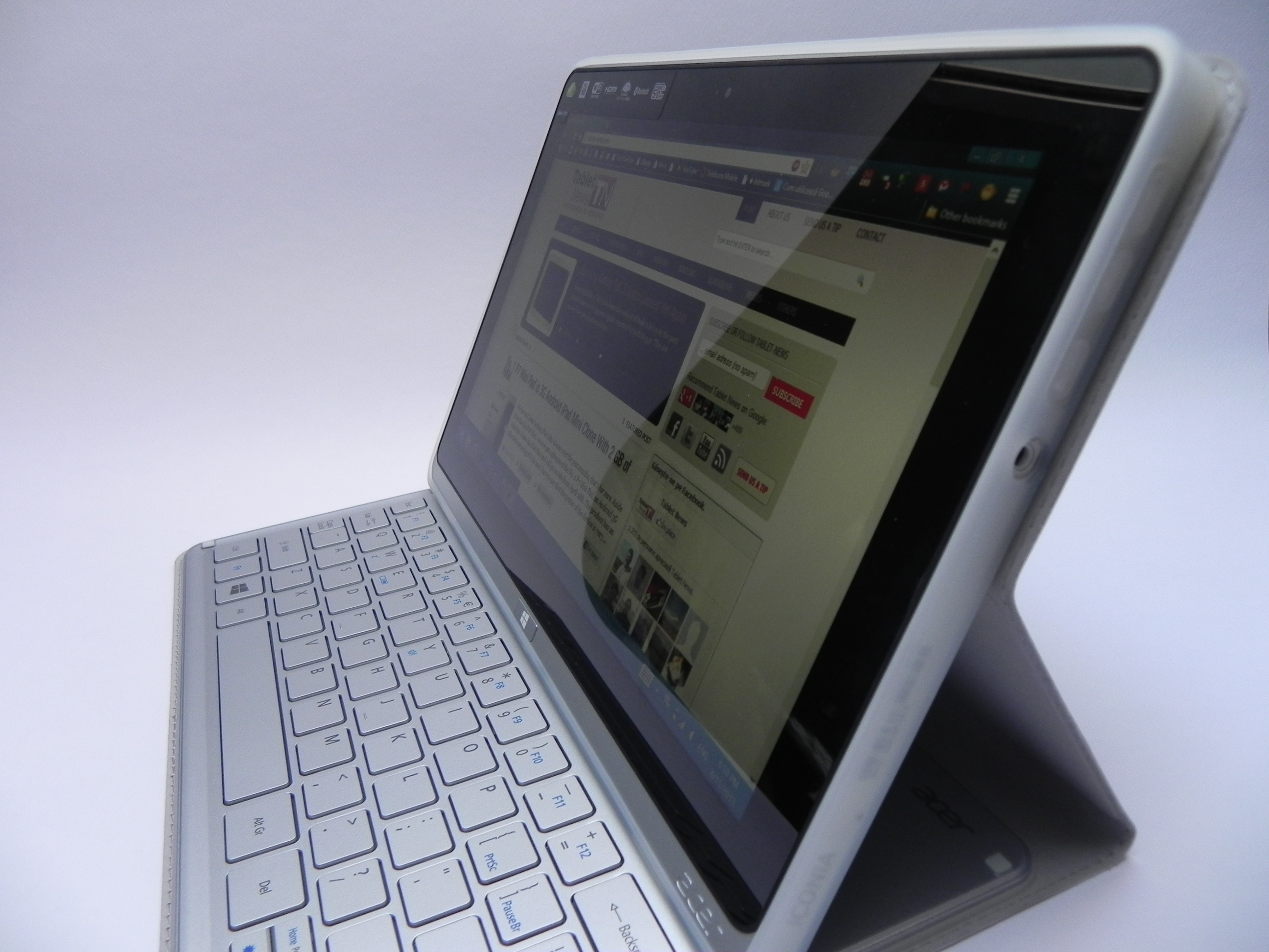 Acer Iconia W700 Review Power Of An Ultrabook Bulk Of A