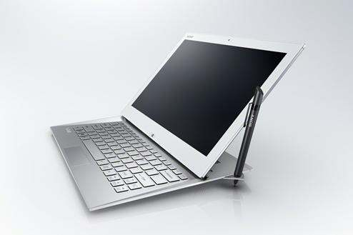13Summer_VAIO_Duo_13_hero06_W_PenStand-1200