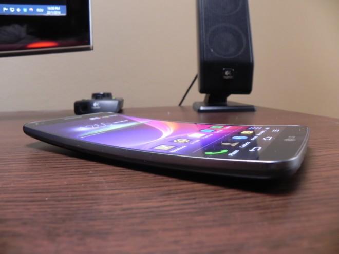 LG-G-Flex-review-tablet-news-com_02