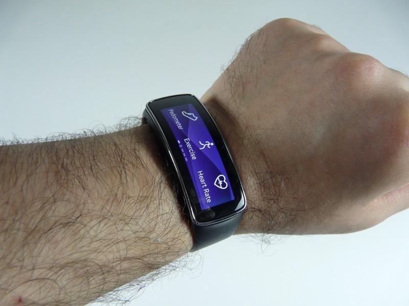 Друзья и коллеги и так поверят, что умные часы samsung gear 3 могут многое.