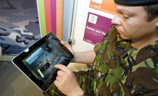 Singapore-Soldier-with-iPad