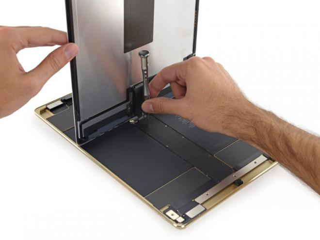 iPad-Pro-teardown-display-cable-780x585