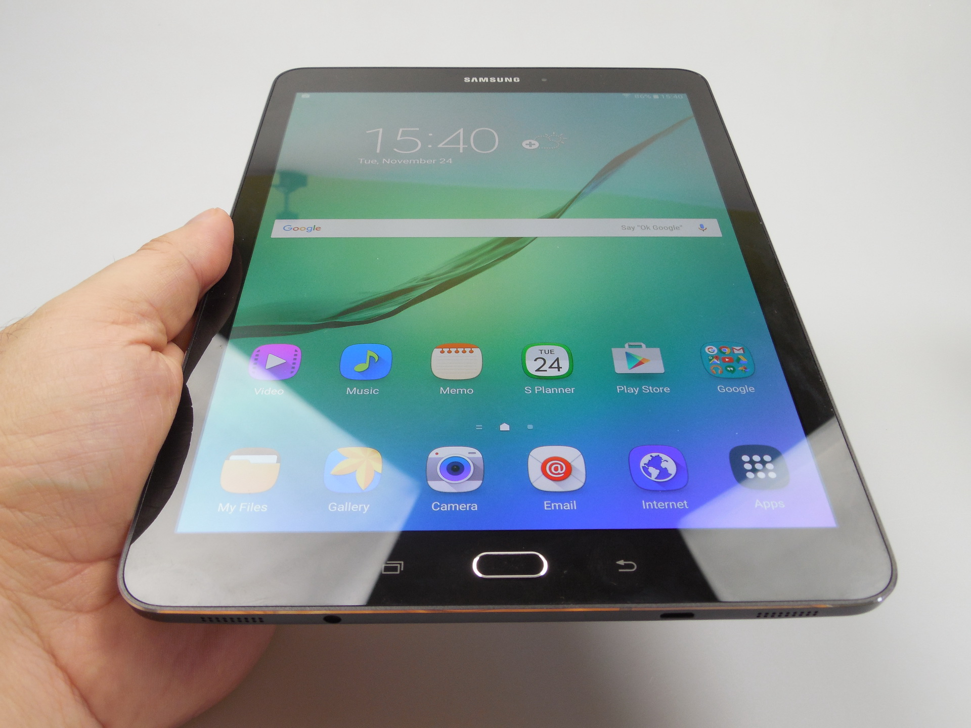 samsung galaxy tab s2 9 7 review thinnest tablet in the world is also the comfiest has. Black Bedroom Furniture Sets. Home Design Ideas