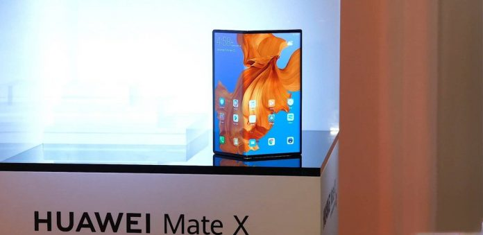 Huawei Mate X Hands on Video Leaked, Showing Device in Full Glory (Video)